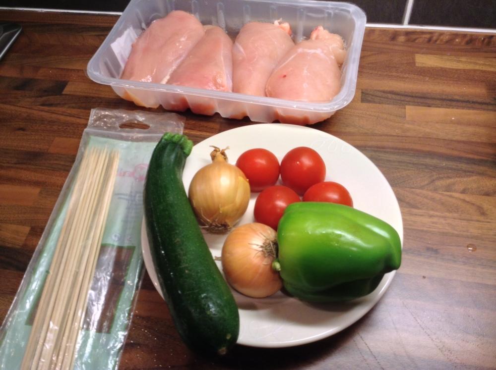Chicken skewers and beetroot salad (1/6)