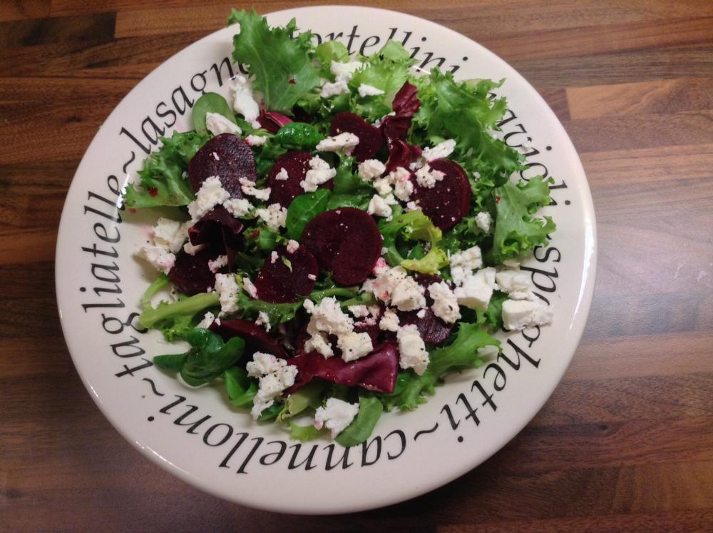Chicken skewers and beetroot salad (4/6)