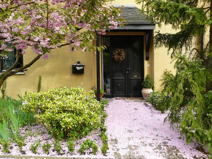 house-entrance-255132_1280
