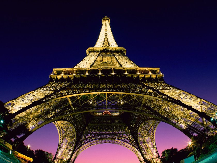 wallpaper-under-the-tour-eiffel-paris