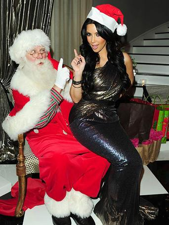 Kim_Kardashian_With_Santa